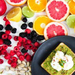 berries-bread-citrus-793772